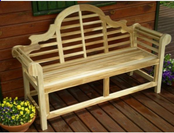Drewniana ławka ogrodowa w stylu angielskim